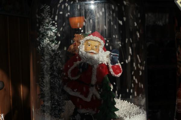 Père Noël sous bulle de verre